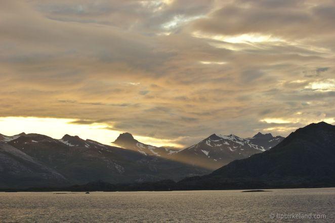 Solstreif over Lofoten