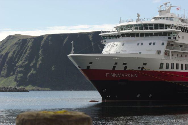 MS Finnmarken ved kai i Honningsvåg